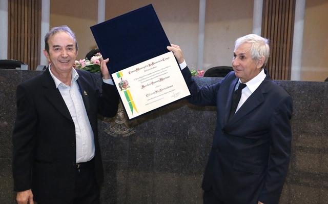 A Câmara Municipal entregou o Título de Cidadão São-Bernardense ao Dr. Gerson Mariano