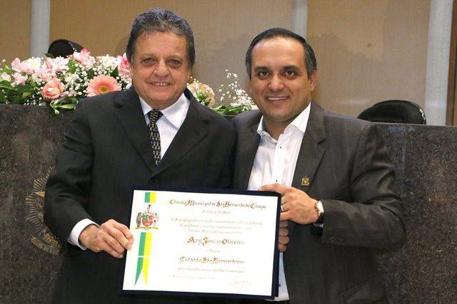 O ex-vereador Ary José de Oliveira foi prestigiado com o Título de Cidadão São-Bernardense